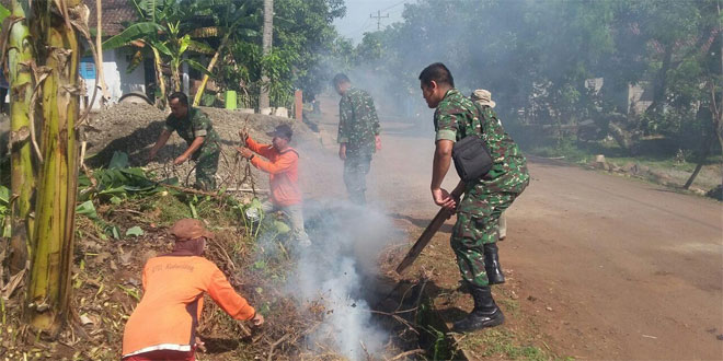 Menunngu Berbuka Puasa, Koramil Ajak Warga Laksanakan Karya Bhakti