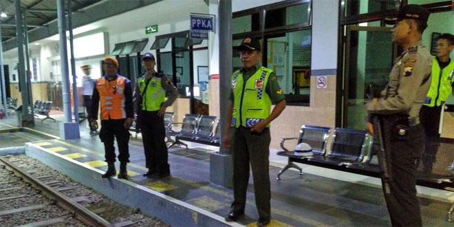 Kodim 0703/Cilacap dan Polres Cilacap Amankan Stasiun dan Perlintasan KA