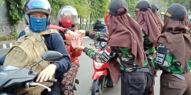 """Saka Wira Kartika 'Raden Mas Said"""" Wonogiri Berbagi Takjil"""