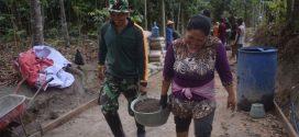 Ibu Ibu Pun Ikut Bergabung Dengan Satgas TMMD Kodim Klaten Dengan Ikhlas Dan Semangat